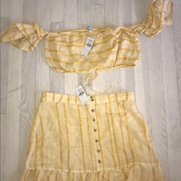 American Eagle Outfitters Other - NWT 2 piece set. Small top. Medium bottoms